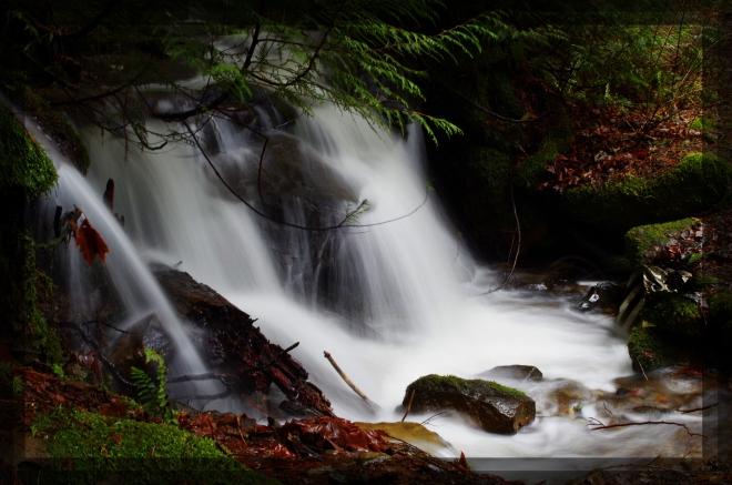 2015-01-25-fragrance-lake-falls-left-3840x2543